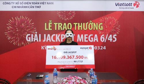 Vị khách nhận giải Jackpot trị giá hơn 16 tỷ đồng. Ảnh: PV.