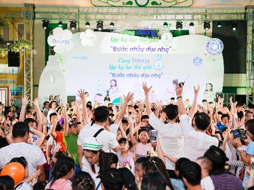 2.000 trẻ em tham gia lập kỷ lục thế giới - 1