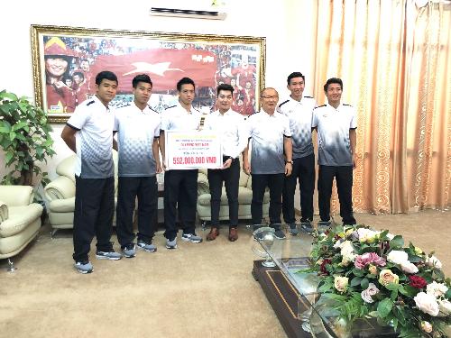 Sau khi tặng quà nửa tỉ đồng cho đội tuyển Olympic VN, Đăng Quang Watch tung khuyến mại tới 30% (xin bài edit)