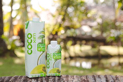 Nước dừa Cocoxim Organic nguyên chất được sản xuất từ vùng nguyên liệu hữu cơ tại Bến Tre.