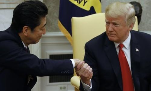 Thủ tướng Nhật - Shinzo Abe và Tổng thống Mỹ - Donald Trump tại Nhà Trắng. Ảnh: AFP