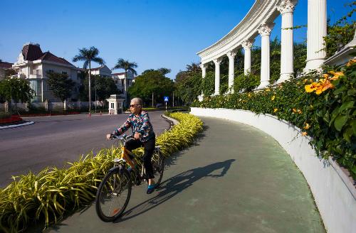 Mảng xanh trù phú là món quà sức khoẻ mà những chủ nhân lớn tuổi của KĐT Ciputra luôn thấy tâm đắc và tự hào.