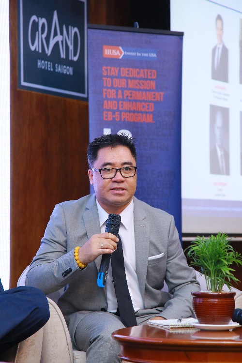 Ông Joey Pham (Châu Phạm)  Marketing Executive của Công ty luật Di trú Hoa Kỳ Peng & Weber PLLC chia sẻ tại tọa đàm  Riêng về thị trường Việt Nam và tại sự kiện lần này, phần tọa đàm Ông Leon - Cựu Giám đốc của Sở di trú Mỹ, những chủ đầu tư của một số dự án EB-5 và Luật sư di trú Mỹ đã chia sẻ những thông tin chuyên ngành về xu hướng cập nhật mới nhất của Quốc hội và Sở di trú Mỹ về luật định cư EB-5 sẽ thay đổi trong thời gian sắp tới. Thông tin này rất khó tiếp cận cho một công ty EB-5 tại Việt Nam nên Hiệp hội đã tổ chức sự kiện để tạo cơ hội cho các nhà đầu tư và công ty tư vấn EB-5 của Việt Nam.