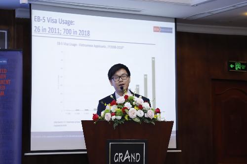 Mr. Lee Li, Giám đốc Nghiên cứu và Phân tích của IIusa  IIusa được biết đến là một tổ chức phi lợi nhuận bao gồm các thành viên là chủ dự án EB-5, Luật sư di trú EB-5 và các công ty tư vấn EB-5 trên toàn thế giới. Hiệp hội là đơn vị có uy tín nhất trong tất cả các hiệp hội trong ngành EB-5.IIusa Dinner là chuỗi sự kiện được tổ chức định kỳ hàng năm tại Việt Nam và trên nhiều quốc gia, và sắp tới IIusa Dinner sẽ được tổ chức tại Hàn Quốc vào ngày 13/9.