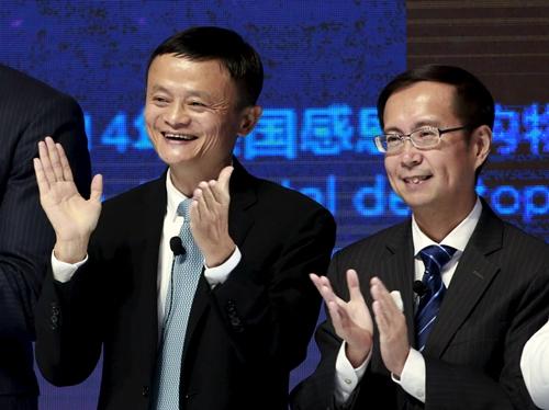 Jack Ma và Daniel Zhang trong một sự kiện của Alibaba năm 2015. Ảnh: Reuters