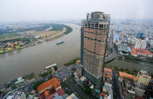 Tòa nhà Saigon One Tower - một trong những dự án đầu tiên được đưa ra đấu giá để thu hồi nợ. Ảnh: Quỳnh Trần.