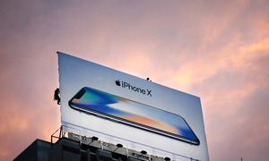 Tiền bán iPhone của Apple năm nay đủ mua cả GE và Tesla