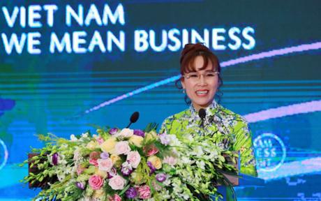 Nữ tỷ phú phát biểu đến cộng đồng doanh nghiệp trong nước và quốc tế tại sự kiện.