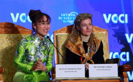 Bà Nguyễn Thị Phương Thảo (thứ hai từ phải sang) trong phiên đối thoại Việt Nam - Kết nối và sáng tạo: Những cơ hội mới trong kinh doanh