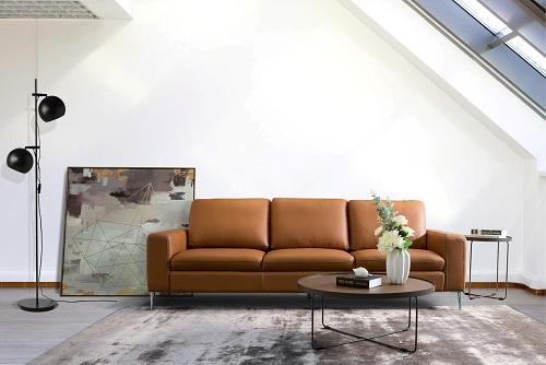 Sản phẩm Sofa mang thương hiệu Hoàn Mỹ với đường nét sắc sảo, sử dụng da thật.