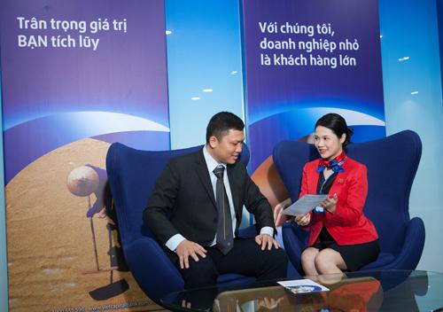Hotline 1900555596; hoặc truy cập website www.vietcapitalbank.com.vn.