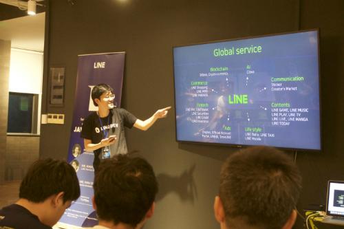 Buổi gặp gỡ đầu tiên của LINE Việt Nam với khoảng 50 lập trình viên hôm 12/9 tại TP HCM.