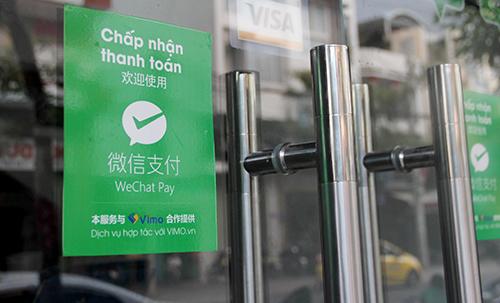 Một cửa hàng tại Nha Trang (Khánh Hoà) treo biển chấp nhận thanh toán qua WeChat Pay. Ảnh: An Phước