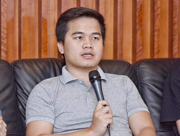 Ông Lợi Lưu, người sáng lập Kyber Network trả lời câu hỏi của người điều phối.