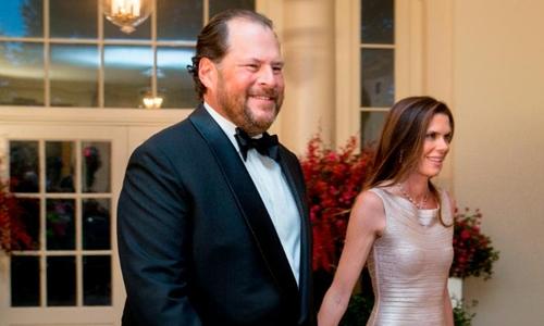 Vợ chồng CEO Salesforce - Marc Benioff và Lynne Benioff. Ảnh: AFP