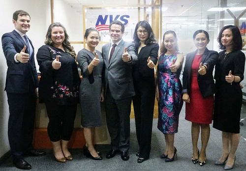 NVS là đơn vị tư vấn có đội ngũ luật sư, chuyên viên nhiều kinh nghiệm hỗ trợ nhà đầu tư ngoại lấy thẻ xanh Mỹ.