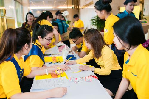 Ngày hội đỏ 2018 thu hút rất đông khách hàng và nhân viên Nam A Bank đăng ký tham gia.