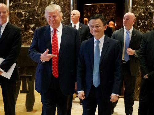 Tổng thống Mỹ - Donald Trump và Jack Ma trong cuộc gặp đầu năm ngoái. Ảnh: AP