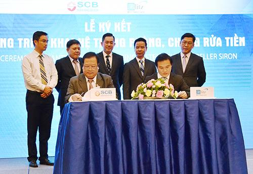 Ông Lưu Quốc Thắng Giám đốc Khối Quản lý rủi ro SCB và Ông Chia Han Meng Tổng giám đốc Blitz ký kết Hợp đồng triển khai hệ thống phòng chống rửa tiền.
