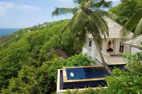 Biệt thự Banyan Tree Seychelles nằm yên bình giữa quang cảnh ngoạn mục của núi rừng và biển cả.