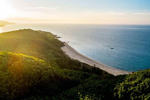 Vẻ đẹp nguyên sơ của Lăng Cô, nơi biệt thự biển Banyan Tree Residences tọa lạc.