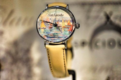 Thiết kế đồng hồ với mặt kính in hội họa