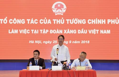 Ông Nguyễn Cao Lục (giữa) - Tổ phó Tổ công tác của Thủ tướng làm việc tại Petrolimex ngày 25/9.