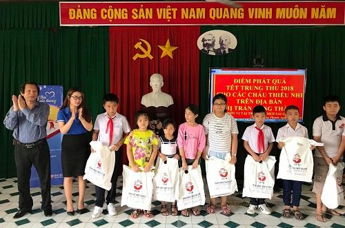 SCB Đồng Nai trao hơn 150 phần quà cho các em nhỏ trên địa bàn tỉnh.