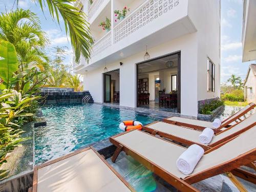 Những cơ sở du lịch nằm trong lòng Hội An như khu villa của gia đình chị Chân Phúc ngày càng dành được nhiều thiện cảm của khách du lịch.