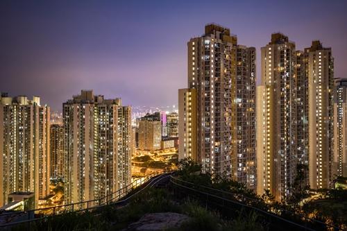 Các tòa nhà chung cư đông đúc tại Hong Kong. Ảnh: Bloomberg