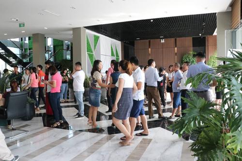 Tập đoàn Mường Thanh vừa tổ chức mở bán gần 2.000 căn hộ giá rẻ tại khu đô thị Thanh Hà B, thu hút hàng nghìn khách hàng, nhà đầu tư.