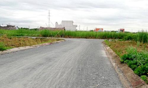 Một dự án đất nền tại Long An đang được doanh nghiệp có trụ sở tại TP HCM mở bán. Ảnh: D.K