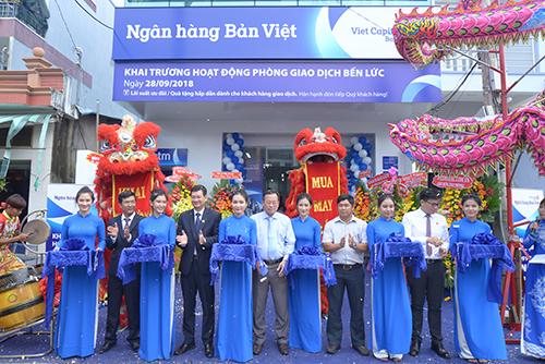 Lễ khai trương phòng giao dịch Bến Lức của ngân hàng Bản Việt.
