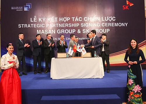 Đại diện Công ty CP Tập đoàn Masan và SK Group ký kết hợp tác vào ngày 19/9 tại TP HCM.