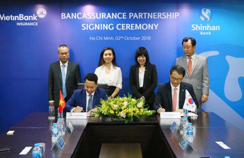 Lãnh đạo VBI và ngân hàng Shinhan Việt Nam ký kết thỏa thuận hợp tác.