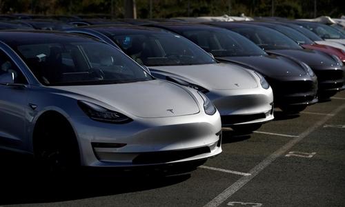 Những chiếc Tesla Model 3 mới tại một bãi đỗ ở California (Mỹ). Ảnh:Reuters