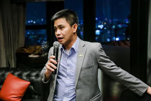 Anh Trần Văn Tỉnh, tổng giám đốc IMM Group, giải thích về cách tính tuổi của con cái phụ thuộc khi đi theo bộ hồ sơ EB-5. Chi tiết về chương trình, xem tại đây hoặc 02873072777 (TP HCM) và 02473072777 (Hà Nội).