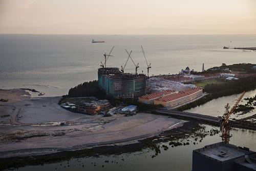 Dự án cải tạo cảng và xây KCNMelaka Gateway ở Malaysia do công ty Trung Quốc rót vốn. Ảnh: NYTimes.