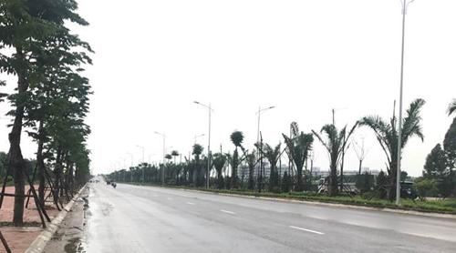 Những ngày này, người dân khu đô thị Mường Thanh Thanh Hàquen thuộc với cácđoàn xe tấp nập, tinh thần lao động khẩn trương trên tuyến đường trục này.