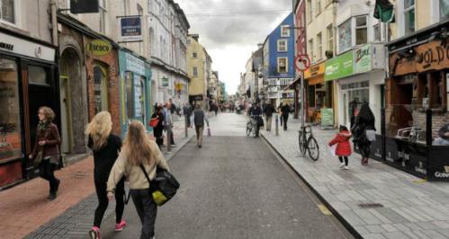 Một khu phố mua sắm tại Cork (Ireland). Ảnh: Irish Times