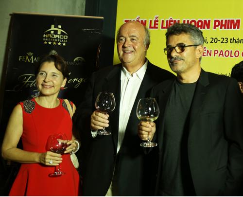 Bà Cecilia Piccioni - Đại sứ Italy tại Việt Nam; ông Vincenzo De Luca - Vụ trưởng Vụ Xúc tiến Kinh tế và Văn hóa - Bộ Ngoại giao Italy;  Đạo diễn Paolo Genovese (từ phải qua).