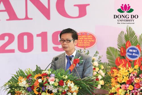 TS. Trần Khắc Hùng, Chủ tịch HĐQT đọc diễn văn khai mạc Lễ Khai giảng năm học 2018-2019.