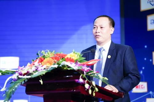 Trưởng BTC Tô Văn Mạnh - Chủ tịch Công ty cửa cuốn Singdoor phát biểu trong đêm giao lưu các doanh nghiệp ngành cửa Hà Bắc 2018