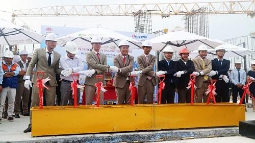 Toàn bộ tháp Iris được cất nóc sớm 4 tháng trong sự hứng khởi của chủ đầu tư Hà Đô, nhà thầu Unicons cùng các nhà thầu phát triển dự án.