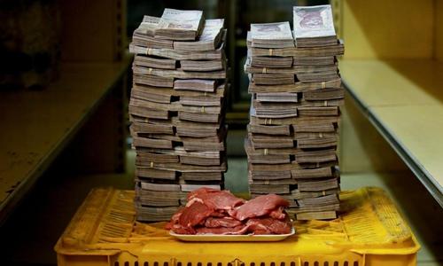 Những thực phẩm đắt đỏ như thịt có giá tới 9,5 triệu bolivar mỗi kg. Ảnh: Reuters