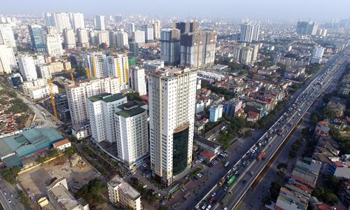 Một tuyến đường có nhiều dự án căn hộ cao cấp tại Hà Nội. Ảnh: Giang Huy