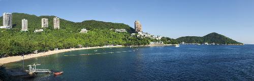 Được xem là nơi vượng khí, Deep Water Bay thu hút nhiều tỷ phú, chính trị gia và người nổi tiếng.
