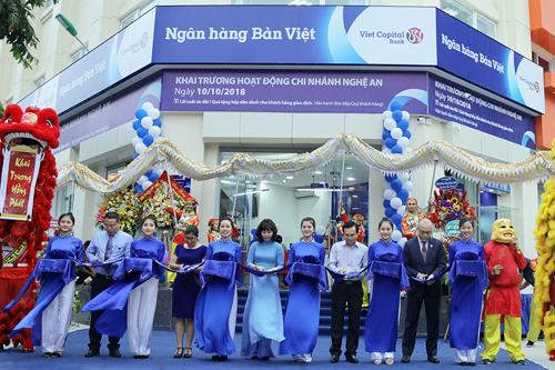 Lễ khai trương chi nhánh ngân hàng Bản Việt tại Nghệ An.