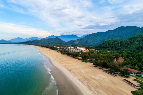 Khu phức hợp nghỉ dưỡng Laguna Lăng Cô tại vùng vịnh Lăng Cô mô phỏng những nét tương đồng với vịnh Thâm Thủy.