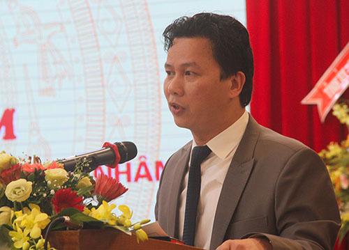 Chủ tịch Hà Tĩnh Đặng Quốc Khánh tại buổi đối thoại. Ảnh: Đức Hùng